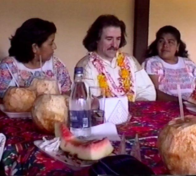 Luis Cobos visita al Pueblo Amuzgo